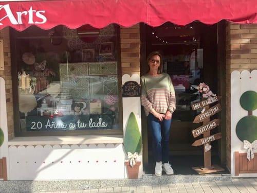 Foto de la Fachada de la tienda de Arts Manualidades en Villanueva de la Cañada